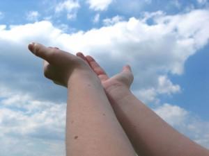 giving-hands-1245562-1280x960 (1)